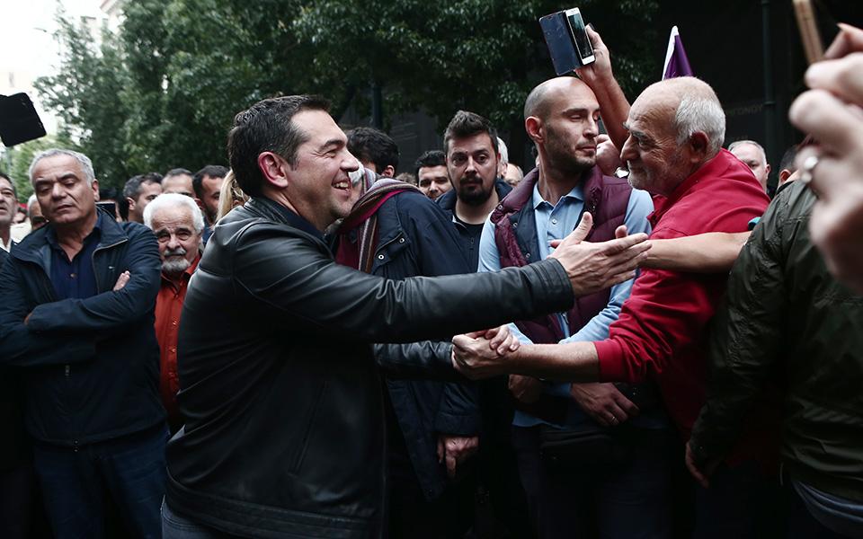 o-al-tsipras-stin-poreia-toy-polytechneioy-fotografies1
