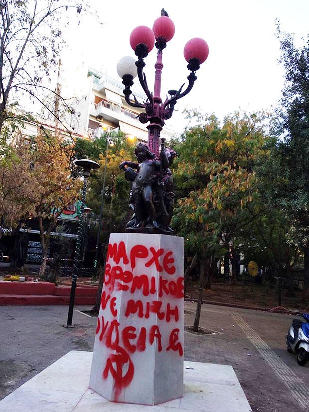 neos-vandalismos-sto-agalma-ton-exarcheion-amp-8211-athlia-synthimata-kata-k-mpakogianni-fotografies1