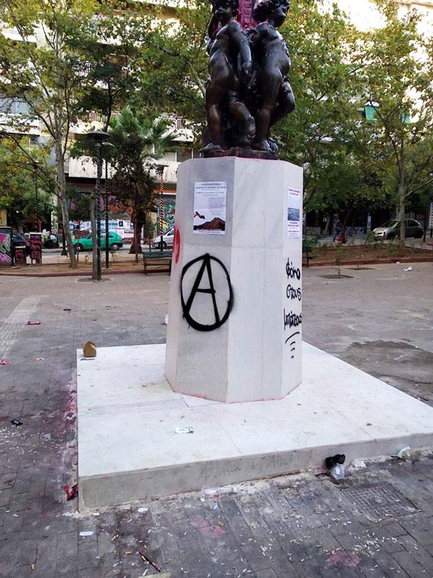 neos-vandalismos-sto-agalma-ton-exarcheion-amp-8211-athlia-synthimata-kata-k-mpakogianni-fotografies3