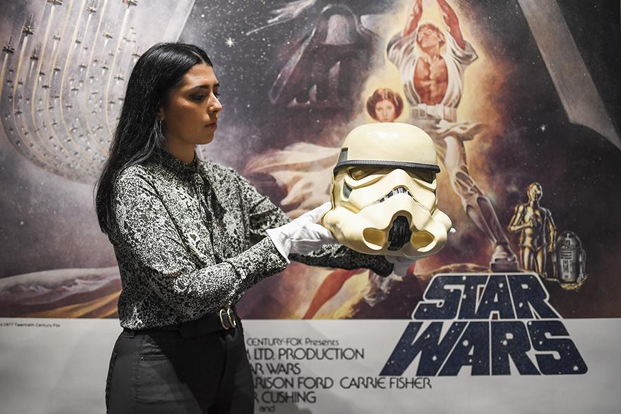 star-wars-se-exelixi-diadiktyaki-dimoprasia-me-aythentiko-kranos-stormtrooper0