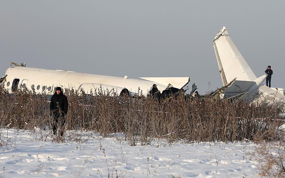 oi-protes-ektimiseis-gia-tin-aeroporiki-tragodia-sto-kazakstan-amp-8211-oi-martyries-ton-epizonton3