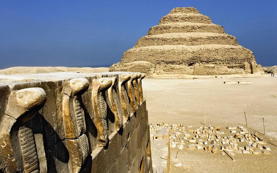 aigyptos-anoigei-gia-proti-fora-i-klimakoti-pyramida-toy-zozer-fotografies1