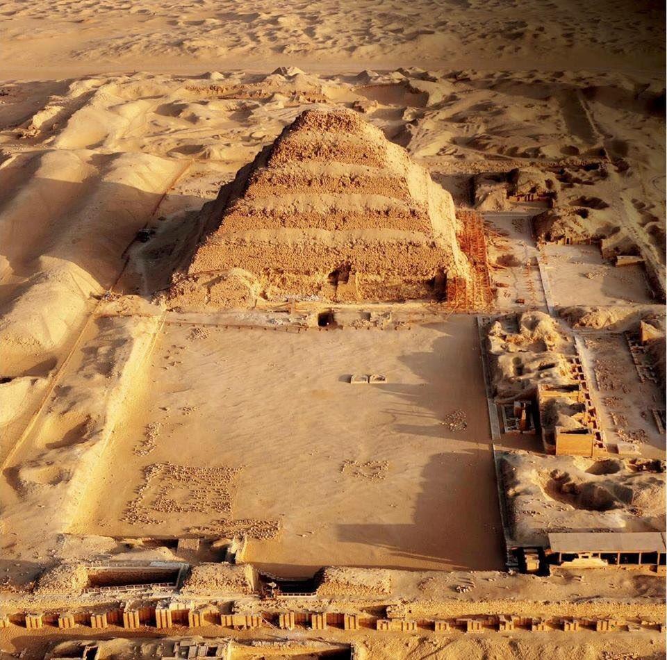 aigyptos-anoigei-gia-proti-fora-i-klimakoti-pyramida-toy-zozer-fotografies0