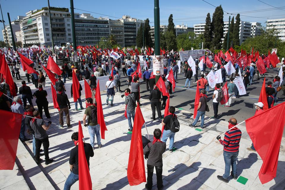 me-apostaseis-akriveias-kai-maskes-oi-apergiakes-sygkentroseis-sto-syntagma-fotografies4