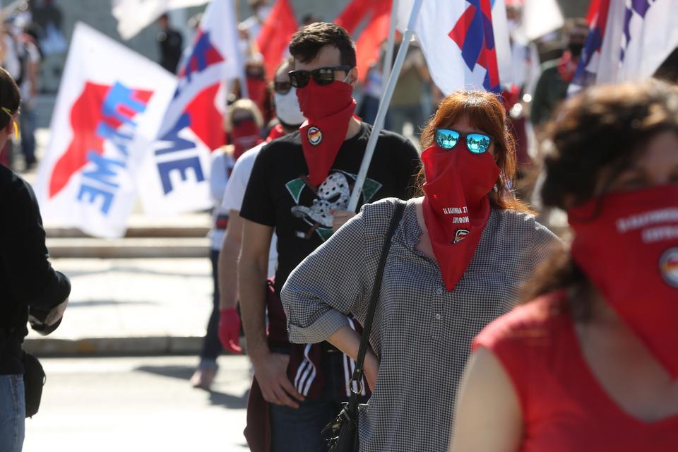me-apostaseis-akriveias-kai-maskes-oi-apergiakes-sygkentroseis-sto-syntagma-fotografies3