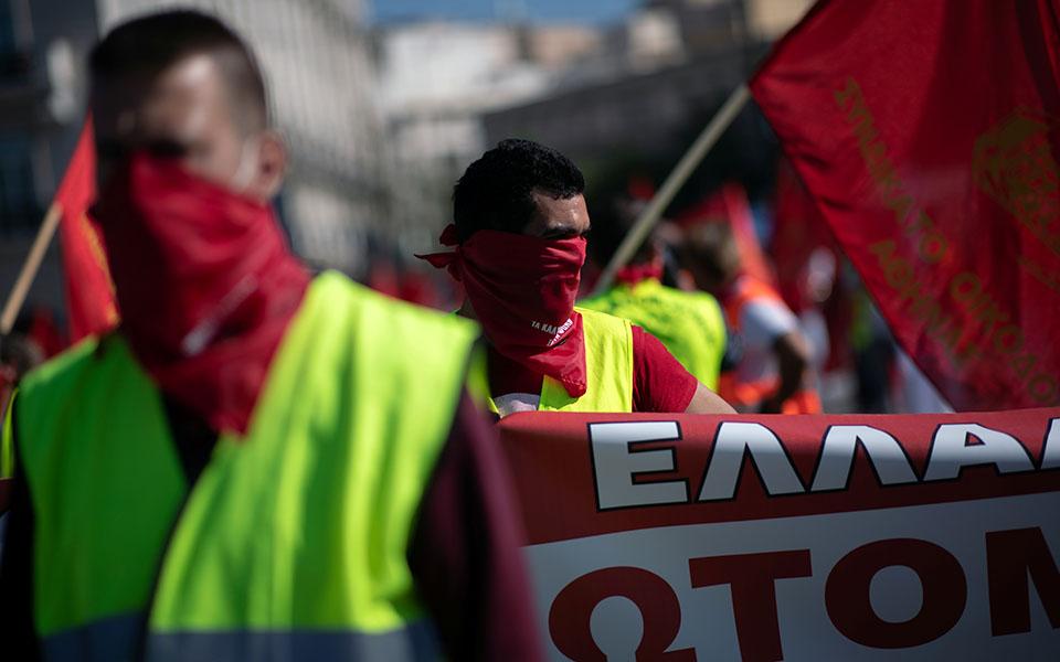 me-apostaseis-akriveias-kai-maskes-oi-apergiakes-sygkentroseis-sto-syntagma-fotografies1