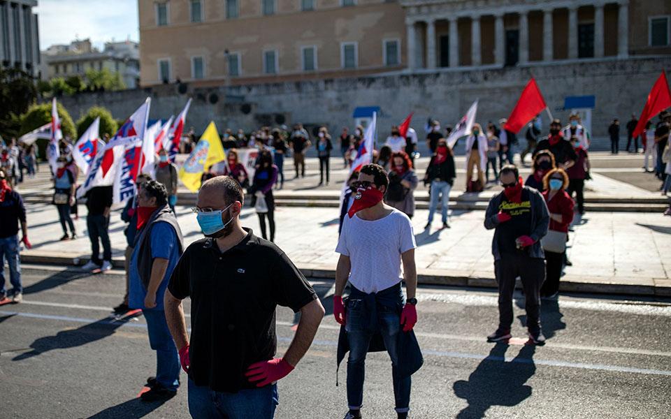 me-apostaseis-akriveias-kai-maskes-oi-apergiakes-sygkentroseis-sto-syntagma-fotografies2