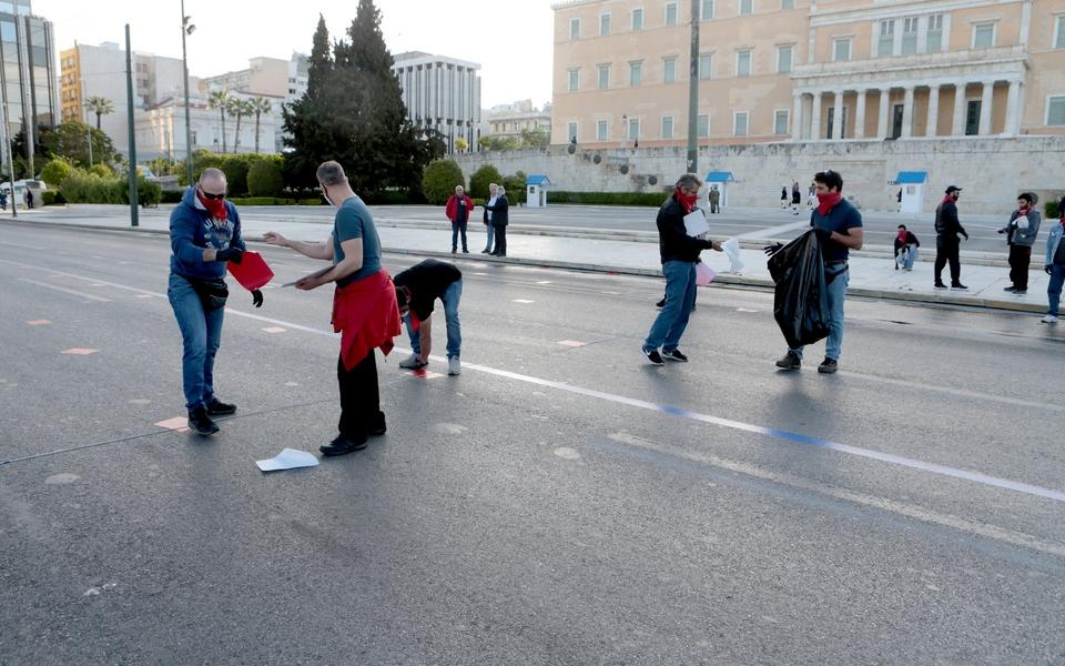 me-apostaseis-akriveias-kai-maskes-oi-apergiakes-sygkentroseis-sto-syntagma-fotografies8