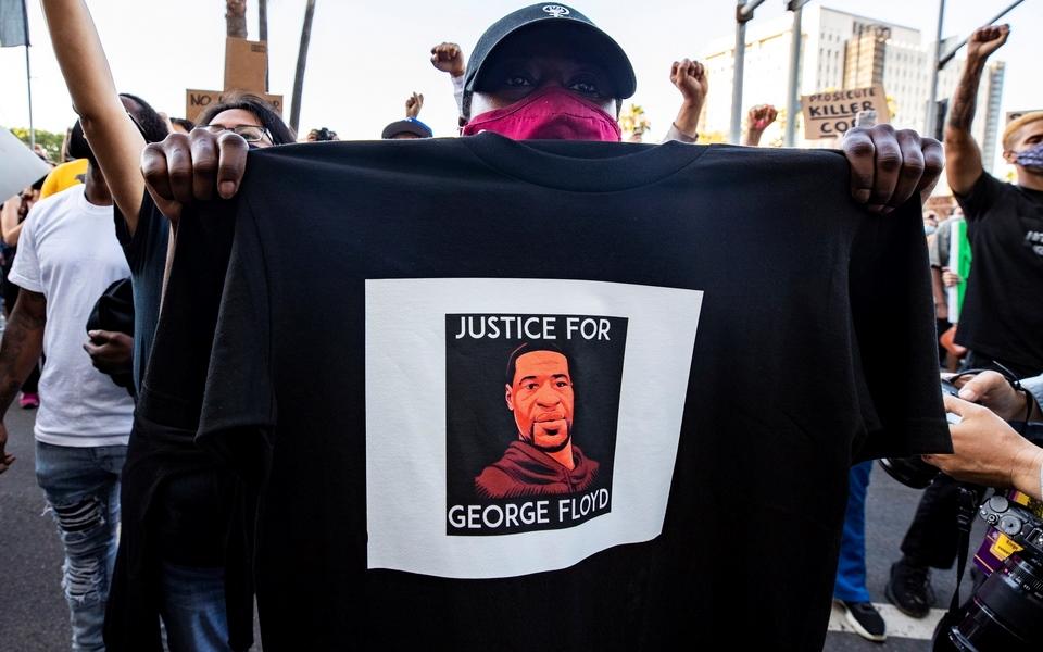 stis-floges-i-mineapoli-gia-ton-adiko-thanato-afroamerikanoy-apo-leykoys-astynomikoys-vinteo-amp-8211-fotografies1