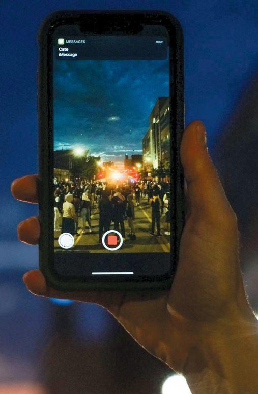oi-fonoi-mayron-kai-ta-smartphones1