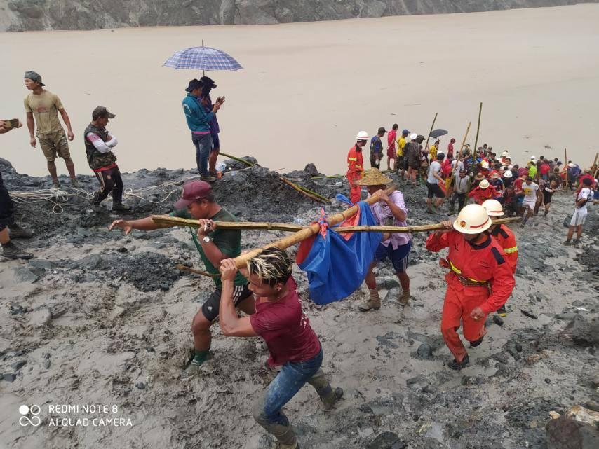 mianmar-ekatomvi-nekron-apo-katolisthisi-se-orycheio-fotografies1