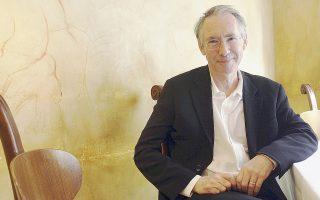 Ο Βρετανός συγγραφέας Ιαν ΜακΓιούαν ανήκει στην εμπροσθοφυλακή της σύγχρονης λογοτεχνίας.