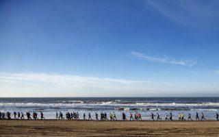 Μισός μαραθώνιος Κάθε χρόνο διεξάγεται ο μαραθώνιος που ξεκινά από το Castricum μέχρι το Εgmond aan Zee. Για άλλη μια φορά, συγκεκριμένα την 42η, οι Ολλανδοί είχαν την δυνατότητα να τρέξουν δίπλα στην θάλασσα.AFP PHOTO / ANP / JERRY LAMPEN