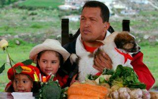 Το τσοπανόσκυλο της Βενεζουέλας Κινδύνεψε να εξαφανιστεί ως είδος, αλλά ο Τσάβες το ανάδειξε ως το τσοπανόσκυλο της χώρας. Είναι γνωστό ως  Mucuchies, και μετά την προβολή και την εκτροφή του ,έχει πάρει τον δρόμο να αναγνωριστεί ως επίσημη ράτσα της Βενεζουέλας. Στην φωτό αρχείου, ο Τσάβες κρατά ένα κουτάβι Mucuchies στην εκπομπή «Hello President».AP