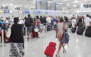 Τα ελληνικά κρατικά αεροδρόμια δεν συμμετέχουν στις διεθνείς εξελίξεις. Απουσιάζει πλήρως ο ανταγωνισμός μεταξύ των αερολιμένων σε θέματα ποιότητας ή τιμολογιακής πολιτικής.
