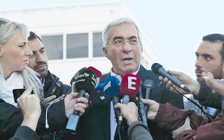 «Με σεβασμό» κατάφερε ο Μ. Καραμολέγκος, όπως είπε, να πείσει έναν εκ των απαγωγέων του να μεταβούν στο αστυνομικό τμήμα.