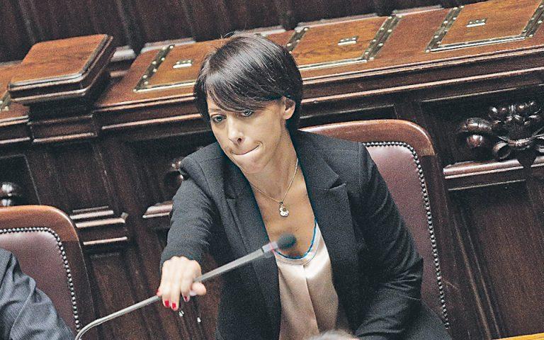 neo-politiko-skandalo-sygklonizei-tin-italia-2001697