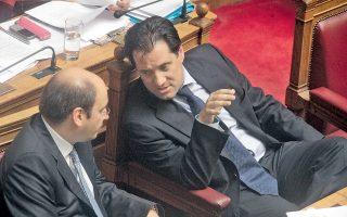 Οι υπουργοί Υγείας Αδ. Γεωργιάδης και Ανάπτυξης Κ. Χατζηδάκης διαφώνησαν ανοιχτά, κατά το μίνι υπουργικό συμβούλιο του Σαββάτου, σχετικά με τη διάθεση των «μη υποχρεωτικώς συνταγογραφούμενων φαρμάκων και από τα σούπερ μάρκετ.