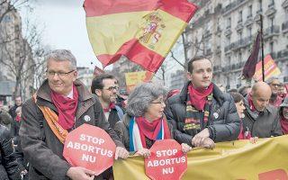 Το ισπανικό νομοσχέδιο που εντάσσει ξανά τις αμβλώσεις στον ποινικό κώδικα βρίσκει υποστηρικτές στη Γαλλία.