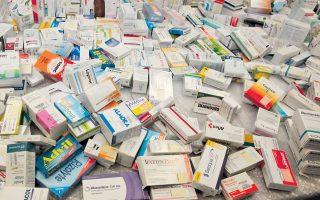 Ο πρόεδρος του Πανελληνίου Φαρμακευτικού Συλλόγου τονίζει ότι όλα τα φάρμακα έχουν παρενέργειες και αντενδείξεις.