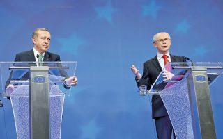 Στην ανάγκη επίλυσης του Κυπριακού το ταχύτερο δυνατόν αναφέρθηκε τόσο ο Χέρμαν βαν Ρομπέι κατά τη χθεσινή συνάντησή του με τον Τούρκο πρωθυπουργό, Τ. Ερντογάν, στις Βρυξέλλες (φωτογραφία), όσο και ο Ζ. Μ. Μπαρόζο. Ο κ. Ερντογάν αρνήθηκε να υποχωρήσει στο θέμα της αμφισβητούμενης μεταρρύθμισης του ανωτάτου συμβουλίου δικαστών και εισαγγελέων.