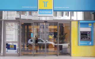 Το ζεύγος Γριβέα κατηγορείται ότι έλαβε με καταχρηστικούς όρους δύο δάνεια, των 7 και των 10 εκατ. ευρώ, από το Ταχυδρομικό Ταμιευτήριο. Τα περιουσιακά τους στοιχεία στην Ελλάδα έχουν ήδη δεσμευθεί.