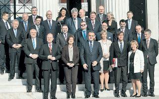 Οικογενειακή φωτογραφία των υπουργών Δικαιοσύνης, μετά τη χθεσινή συνεδρίαση του Ατυπου Συμβουλίου στο Ζάππειο.