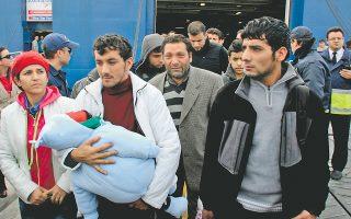 Οι 16 πρόσφυγες έφτασαν χθες στο λιμάνι του Πειραιά και τώρα φιλοξενούνται στο Κέντρο Αστέγων του Δήμου Αθηναίων, όπου τους προσφέρεται ιατρική και ψυχολογική φροντίδα.