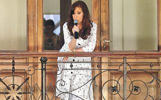 Επιχείρηση γοητείας από την πρόεδρο της Αργεντινής Κριστίνα Κίρχνερ, χθες στο Μπουένος Αϊρες.