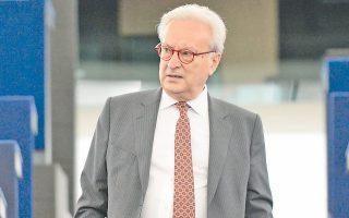 «Τους επόμενους μήνες θα μπορούσαμε να τελειώνουμε με την τρόικα», δηλώνει ο επικεφαλής των Ευρωσοσιαλιστών στο Ευρωκοινοβούλιο Χάνες Σβόμποντα.