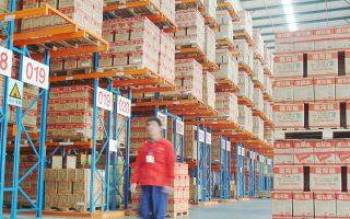 Η ανάπτυξη του ηλεκτρονικού εμπορίου έχει δώσει ώθηση σε νέους υπο-κλάδους αποθηκευτικών κτιρίων, όπως μεγάλης επιφάνειας κεντρικές αποθήκες παραλαβής με τυπικό μέγεθος τα 50.000 τ.μ. και εγκατάσταση πέριξ μεγάλων αστικών κέντρων, τα οποία διαχειρίζονται είτε οι ίδιοι οι λιανέμποροι είτε εταιρείες υπηρεσιών logistics.