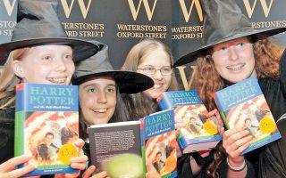 Αγαπημένος των παιδιών σε όλο τον κόσμο, ο Χάρι Πότερ. «Ξεκίνησε ως βιβλίο, αλλά διαδόθηκε πραγματικά αφού προηγήθηκε η ταινία», τονίζει η κ. Μ. Αγγελίδου, συγγραφέας και υπεύθυνη για τα παιδικά βιβλία στο «Μεταίχμιο».