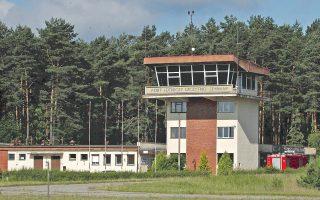 Το αεροδρόμιο στο Σιμάνι της Πολωνίας χρησιμοποιήθηκε για την υποδοχή αεροσκαφών της CIA, οι «επιβάτες» των οποίων οδηγήθηκαν αμέσως μετά σε μυστική φυλακή της γειτονικής πόλης Τσιτνό.