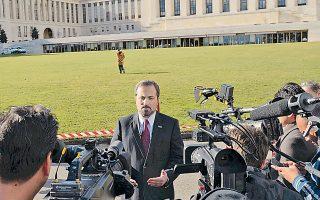 Ο εκπρόσωπος της Συριακής Εθνικής Συμμαχίας, Λουί Σάφι, μιλάει στον Τύπο για τις εξελίξεις στις συνομιλίες.