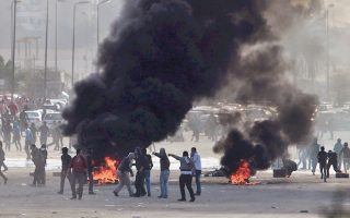 Tρεις βομβιστικές επιθέσεις στο Κάιρο στιγμάτισαν την τρίτη επέτειο από την εξέγερση του 2011.