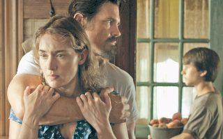Στο «Labor Day», η Αντέλ (Κέιτ Γουίνσλετ) είναι μια μοναχική μητέρα, που έχει κλονιστεί ψυχικά από σειρά αποβολών και την εγκατάλειψη από τον σύζυγό της.
