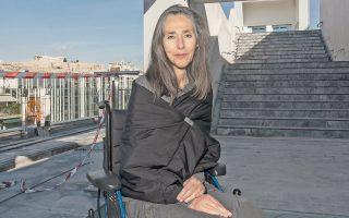 Η Αννα Καφέτση, η διευθύντρια του ΕΜΣΤ, φωτογραφημένη στο τέταρτο επίπεδο του κτιρίου, εκεί όπου θα στεγάζεται το εστιατόριο του μουσείου.