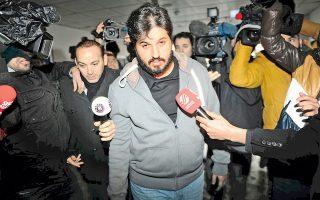 Στο γραφείο του ειδικού εισαγγελέα της Κωνσταντινούπολης προσάγεται, στις 17 Δεκεμβρίου 2013, ο Τουρκοϊρανός επιχειρηματίας Ριζά Σαράφ, ύποπτος για συμμετοχή στο κύκλωμα διαφθοράς με συνενόχους ανώτατα στελέχη της κυβέρνησης Ερντογάν. Ο Σαράφ, παντρεμένος με Τουρκάλα ντίβα της ποπ μουσικής, αποδείχθηκε ιδιαίτερα γενναιόδωρος με υπουργούς, στους οποίους προσέφερε μετρητά και δώρα αξίας εκατοντάδων χιλιάδων δολαρίων. Στόχος του Σαράφ ήταν να διατηρήσει την επικερδή θέση του ως άτυπου μεσάζοντα στην πώληση ιρανικού πετρελαίου έναντι χρυσού.
