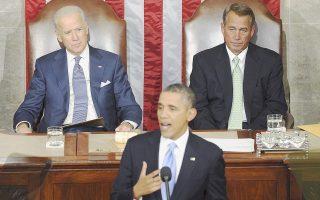 Την ομιλία του για την Κατάσταση του Εθνους εκφωνεί ο πρόεδρος Ομπάμα, υπό τα βλέμματα του αντιπροέδρου Μπάιντεν και του επικεφαλής του Κογκρέσου, Μπέινερ.