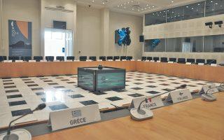 Δωρικής τελειότητος η Mεγάλη Aίθουσα Συνεδριάσεων των υπουργών. Σημασία έχουν, βέβαια, οι καλές αποφάσεις όταν και όποτε λειτουργεί...