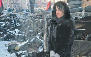 Ούτε το δριμύ ψύχος, ούτε η εκρηκτική ατμόσφαιρα στους δρόμους του Κιέβου εμπόδισαν την Ουκρανή της φωτογραφίας να επισκεφθεί τα οδοφράγματα, στο κέντρο της πόλης. Η αντιπολίτευση επιμένει, παρά την ψήφιση νόμου περί αμνηστίας από τη Βουλή.
