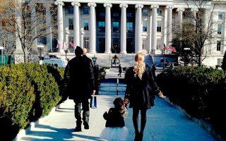 Τζέι Ζ, Μπιγιονσέ και Μπλου Αίβι έξω από τον Λευκό Οίκο.