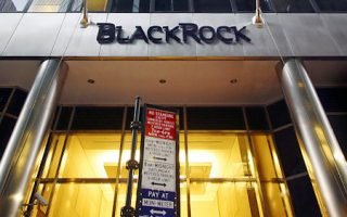 BlackRock headquarters is shown Wednesday, Feb. 15, 2006 in New York. Retail brokerage giant Merrill Lynch & Co. Inc. has agreed to combine its investment-management business with money manager BlackRock Inc. in exchange for a nearly 50 percent stake in the company, the two sides said Wednesday. (AP Photo/Mark Lennihan)   Original Filename: AP06021508310.jpg
