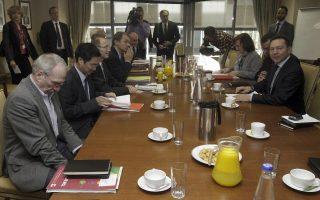 Ο υπουργός Οικονομικών, Γιάννης Στουρνάρας με μέλη της Αντιπροσωπείας της Επιτροπής Οικονομικών και Νομισματικών Υποθέσεων του Ευρωπαϊκού Κοινοβουλίου (Photo: ΑΠΕ-ΜΠΕ / ΟΡΕΣΤΗΣ ΠΑΝΑΓΙΩΤΟΥ).