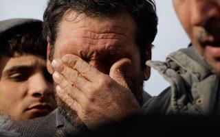 Στο λιμάνι του Πειραιά έφθασαν οι πρόσφυγες από την Συρία και το Αφγανιστάν, που διασώθηκαν από το ναυάγιο στο Φαρμακονήσι