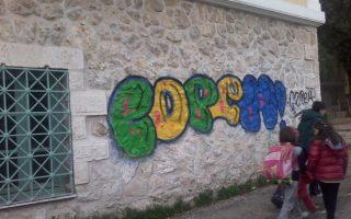 vandalismos-sto-marasleio-me-gkrafiti-stoys-toichoys0