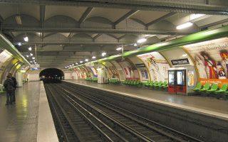 thriler-sto-metro-tis-gallias-apo-fialidio-me-kyanio0