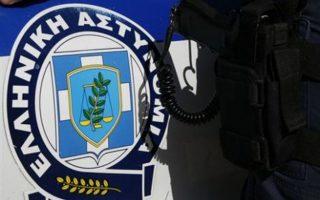 ereynes-tis-antitromokratikis-se-spitia-se-attiki-kai-thessaloniki-amp-8211-tria-apo-ta-spitia-anikoyn-se-syggeneis-toy-xiroy0