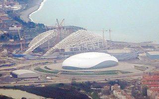 Πίσω διακρίνεται το Ολυμπιακό Στάδιο και μπροστά το Παγοδρόμιο «Μπολσόι».
