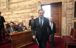 Ο Πρωθυπουργός Αντώνης Σαμαράς σθάνει στην συνεδρίαση της Κοινοβουλευτικής Ομάδας της Νέας Δημοκρατίας στην Βουλή (Photo: ΑΠΕ-ΜΠΕ/Παντελής Σαίτας).